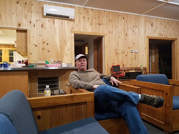 WA3WSJ relaxing in the cabin