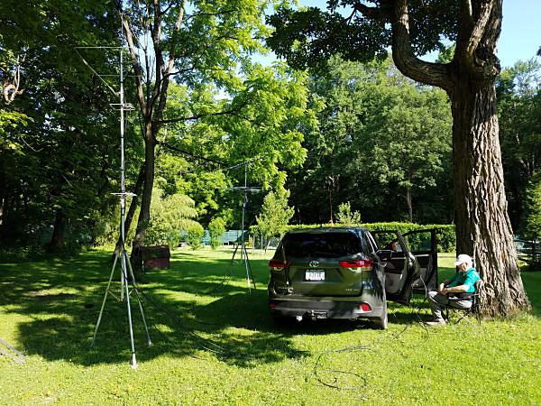K3YTR setting up his VHF/UHF antennas